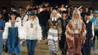 Chanel llevó el show Métiers d'Art a Dallas para presentar su colección Pre-otoño/invierno 2014.