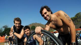 Listos para la acción. Matías Loyato, Manuel de la Portilla y Ricardo Migoya.