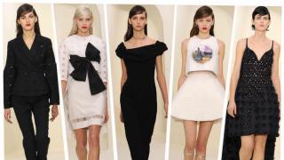 Raf Simons sigue reinventando a la chica Dior, añadiendo su toque personal al legendario clásico parisino (no se pueden perder los zapatos, ¡están increíbles!)