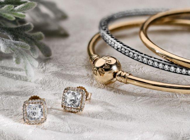 Captura el espíritu de la Navidad con estas exquisitas joyas