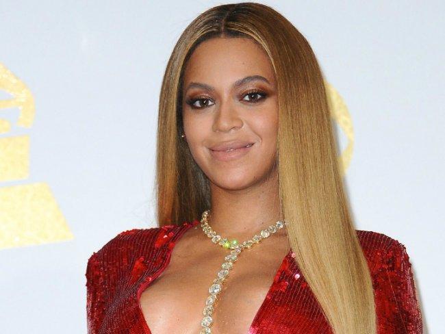 Beyoncé fue captada por primera vez de paseo junto a sus mellizos