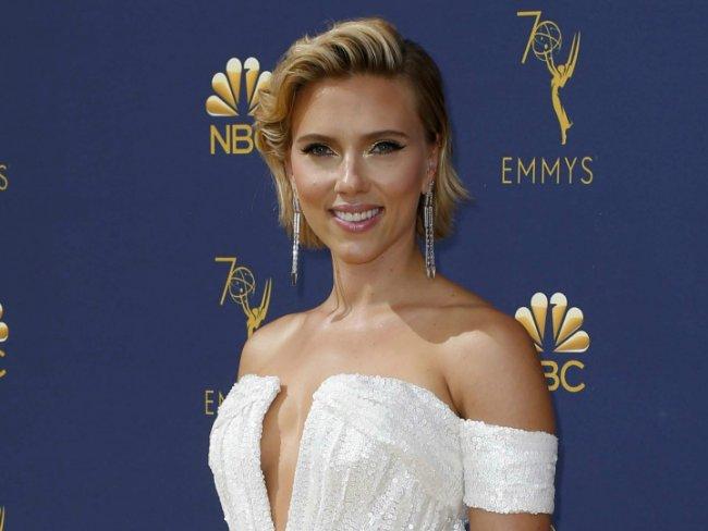 Resultado de imagen para Scarlett Johansson vestido blanco EMMYS 2018