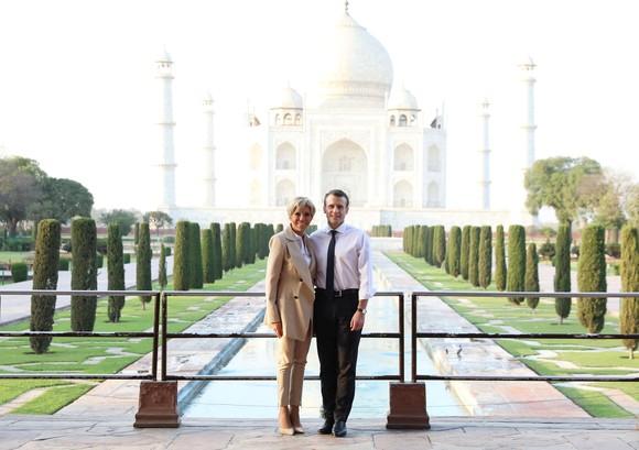 Brigitte-Macron-Taj-Mahal