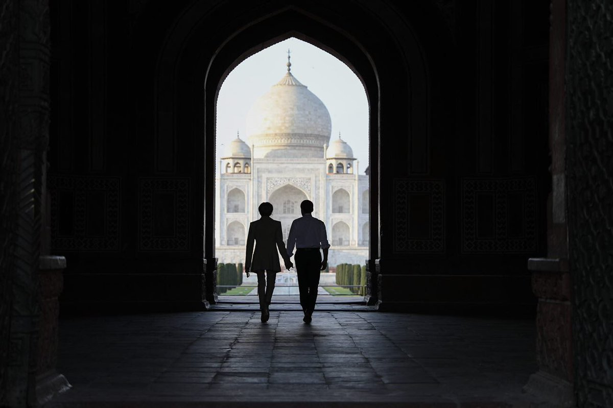 Brigitte-Macron-Taj-Mahal3