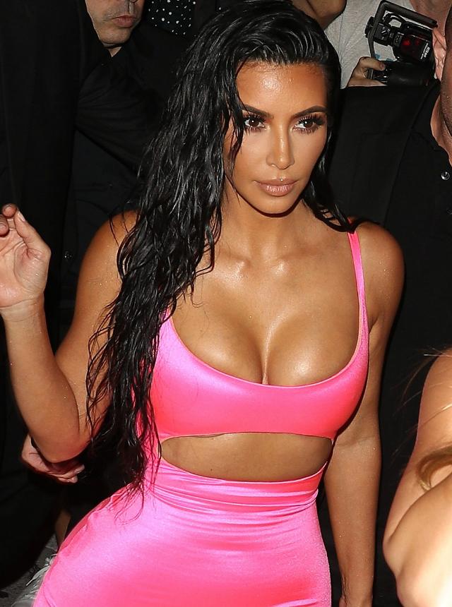 kim-kardashian-vestido-neon