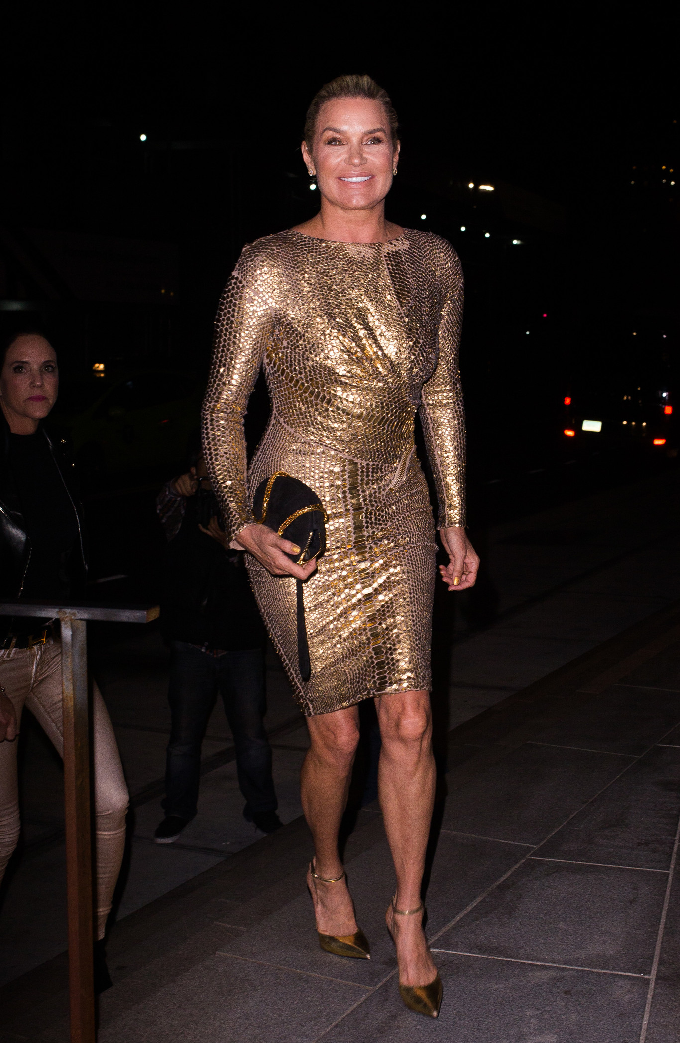 yolanda-hadid-golden-dress