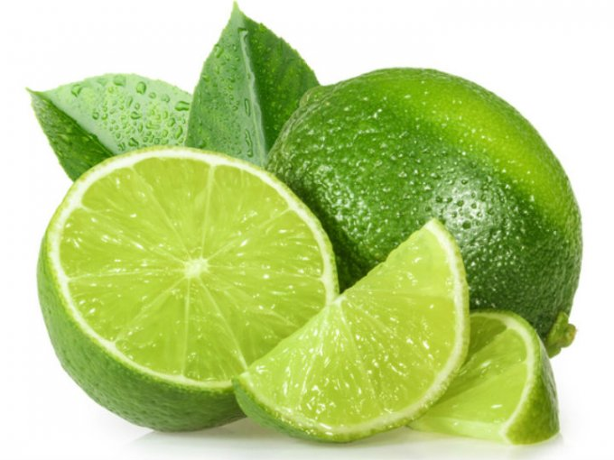 El limón es rico en antioxidantes que mejoran las funciones metabólicas y al mismo tiempo ayuda a bajar de peso.