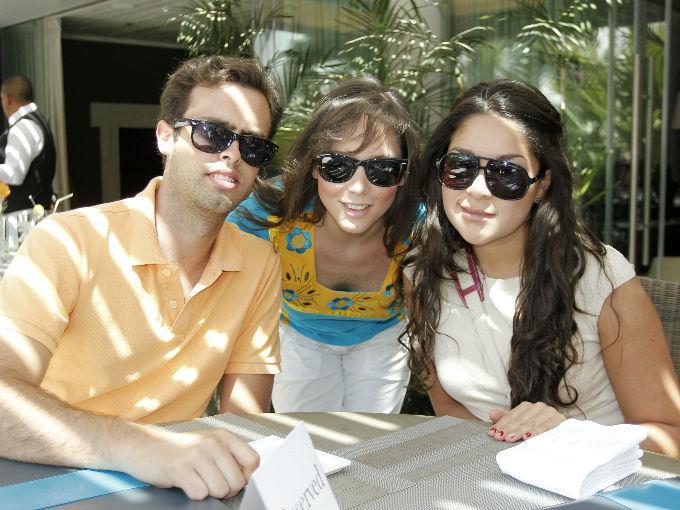 Santiago Sánchez, Mariana de la Vega y Juliana Ramírez en el Hotel Matilda.