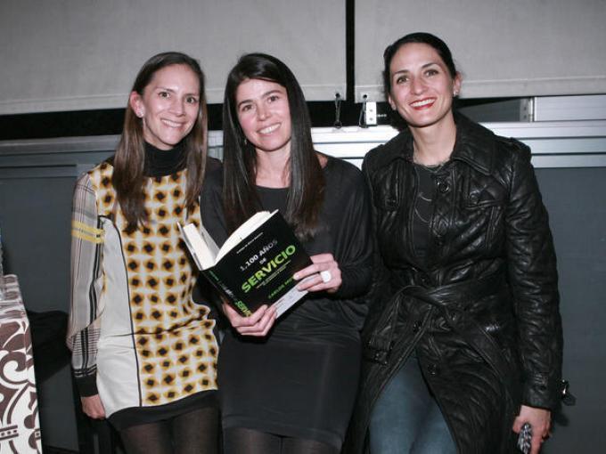 Marie y Viviana Martínez con Greta Hauser