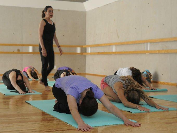 Claudia Campos impartió la clase de yoga