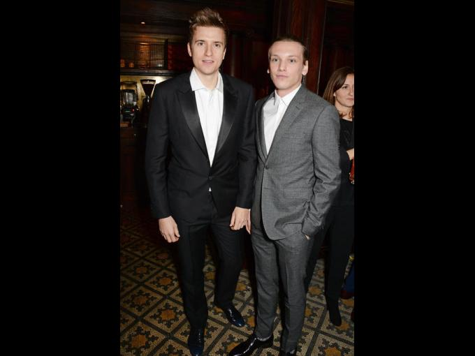 Greg James y Jamie Campbell Bower