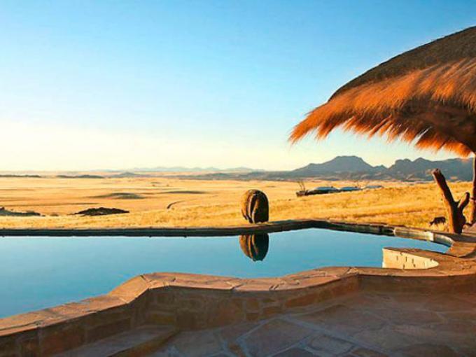 10-Hotel Rostock Ritz Desert Lodge en Namibia, con vista a las  dunas de África del Sur.