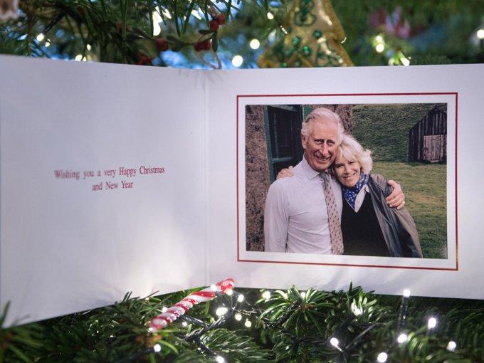 Carlos de Inglaterra y Camila de Cornualles envían una postal donde se les ve rodeados de naturaleza.