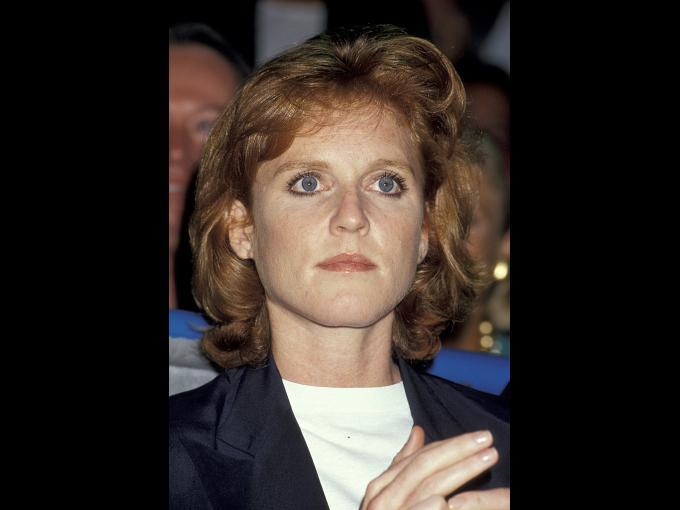 En agosto de 1992, Sarah Ferguson, Duquesa de York, apareció en una cinta en la que el empresario texano John Bryan, le chupa los dedos de los pies.