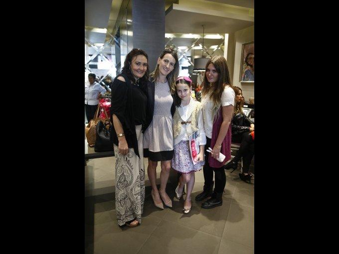 Gaby Zavala, Maricarmen Iriberri, Almudena Quireza y Amaya Jiménez