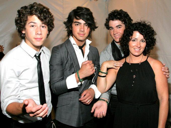 Los Jonas Brothers y Denise Jonas