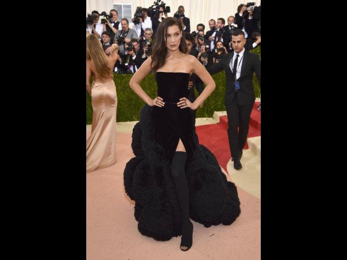 Bella Hadid en Givenchy