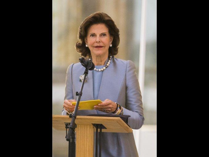 Reina Silvia de Suecia: la monarca de ascendencia brasileña y alemana, trabajó en el Consulado Argentino de Múnich y como sobrecargo.