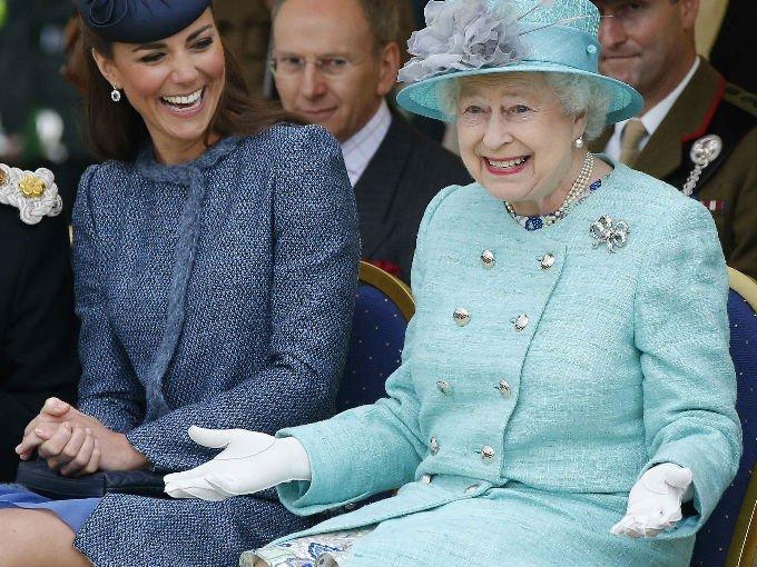 La reina es un personaje. Su historia, gestos y carisma han causado que miles de personas alrededor del mundo la reconozcan como  ícono. Aquí los mejores memes de  Isabel ll: