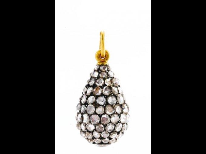 Colgante de diamantes creado por la joyería Fabergé