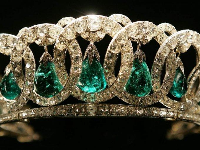 Tiara de esmeraldas