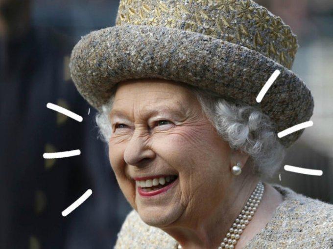 Amamos ver a los integrantes de la realeza fuera de sus deberes protocolarios, como personas normales que lloran, se asustan y ¡ríen como todos! Esta vez, las expresiones nada serias de la Reina Isabel II