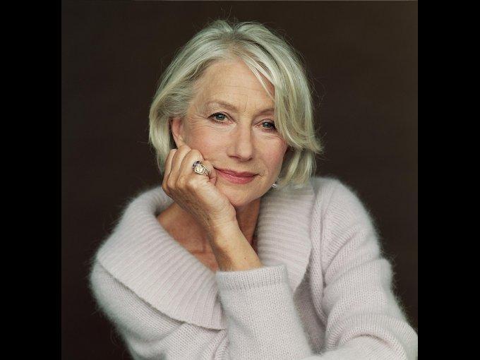 """Helen Mirren: """"Siempre digo que nunca me he arrepentido, pero he mentido. Son muy graciosos y dulces pero nunca los había querido para mí. Y cuando me animé, me dieron la mala noticia de que no podía tener. Lloré de mucha tristeza al saber todo lo que me estaba perdiendo y que ya no iba a poder experimentar el don de ser mamá y abuela."""""""