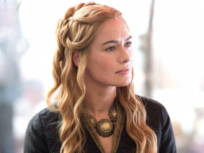 La reina consorte de los Siete Reinos, Cersei Lannister, está por regresar a la televisión, interpretando a la mejor villana y monarca de la serie Game of Thrones. Es por eso que recapitulamos los mejores looks y peinados que nos han hecho suspirar a lo largo de las temporadas: