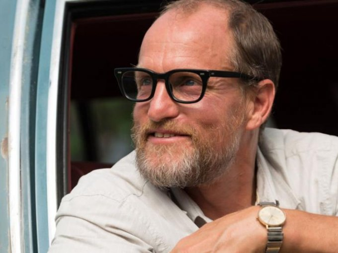 Woody Harrelson: Al ser miembro de PETA, el actor solo consume alimentos veganos, tanto así que decidió crear su propia cerveza natural.