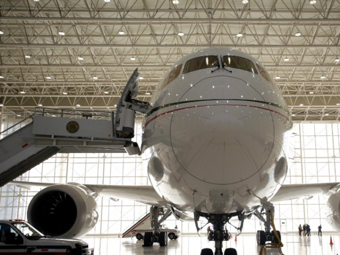 El avión presidencial está en proceso de venta, así se desde el interior.