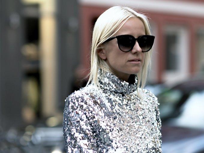 ¿Quién no ama el glitter? Pero muchas veces no lo usamos por miedo a no saber combinarlo, ¿cierto? Te mostramos algunos outfits para que te sirvan de inspiración y te atrevas a usarlas.