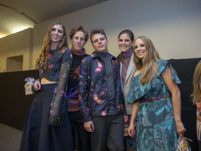 Valeria Liberman, Eyal Gold, Alberto Ruzo, Regina Mizrahi y Gabriela Chazan, quienes desfilaron de forma voluntaria para esta causa