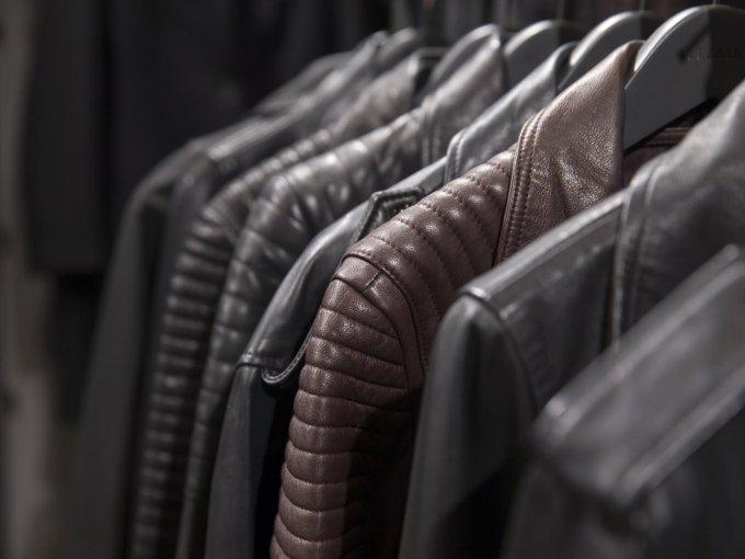 Las chaquetas de piel son de las piezas más vendidas de la firma