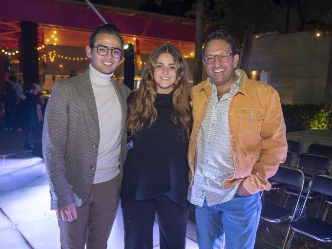 Justino, Almudena y Justino Compeán