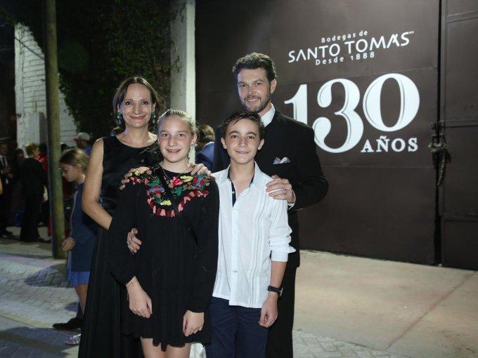 Sofía Cosío con Ramona Blanco, Cayetano Blanco y Juan Carlos Blanco