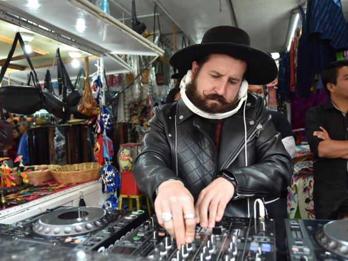 El DJ Jay Rivas creó el ambiente festivo