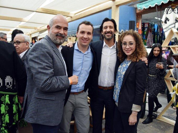 El master distillery Enrique de Colsa con Ari Anderman, José María Yazpik y Daniela Guerra