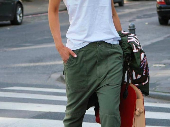 bac9b1f50e Compré un pantalón verde militar y no sabía cómo combinarlo. Decidí buscar  diferentes maneras de