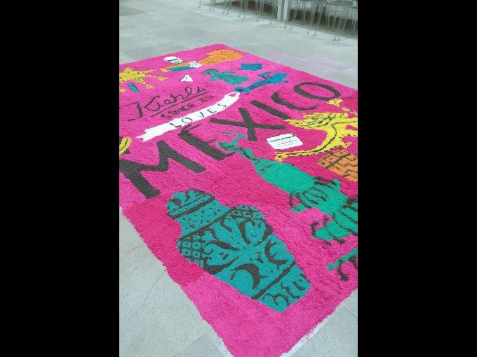 La artista Ali Mac retomó las tradiciones mexicanas Inés y Julia Abouchard para la creación de esta edición