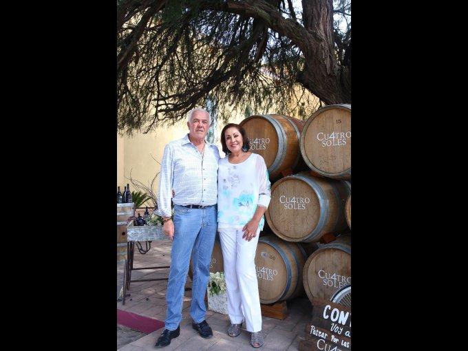 Alejandro  Cetto Roca y Gabriela Cetto Roca