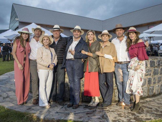 Malena Cordero de Mendel, Arturo Mendel, Luis Gutiérrez, Sofía Mendel, Liliana Mendel, Arturo Mendel y Lily Cepeda