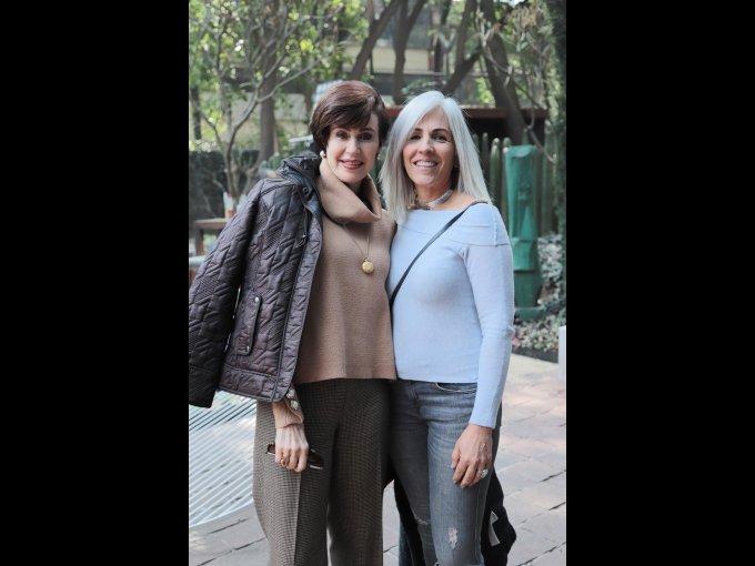 Elena Villa con Cecilia Orozco