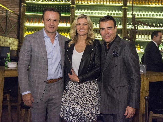 Carlos Esparza con Carla Alemán y Toño Mauri