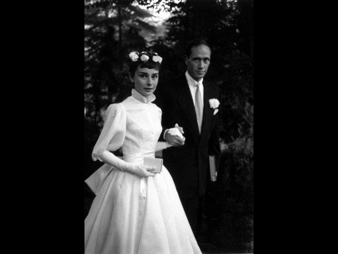 Audrey Hepburn usando un vestido de Balmain