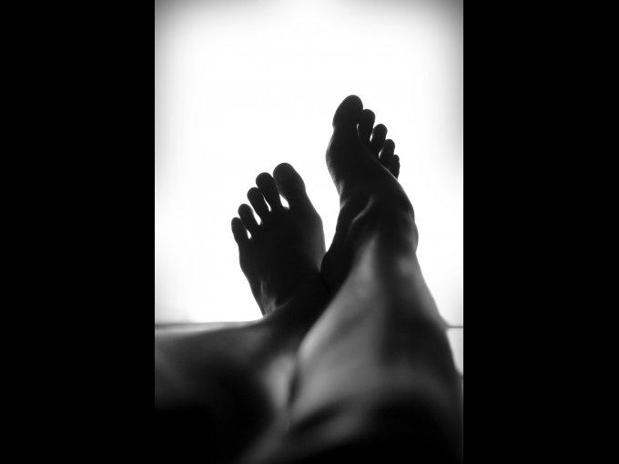 Evitar el olor a pies. Es fácil, así como lo pones en las axilas aplícalo en los pies y ¡listo! sin sudor ni malos olores.