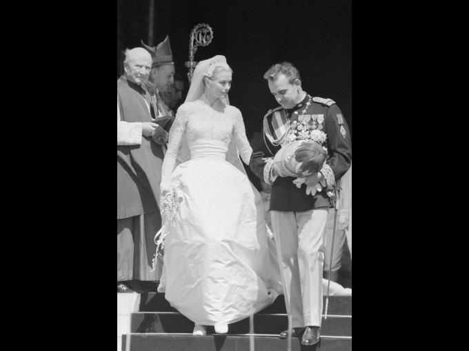 Grace Kelly usando un vestido confeccionado de Helen Rose