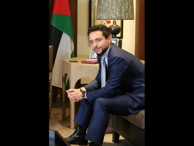 Hussein bin Al Abdullah es el Príncipe Heredero de Jordania. Se graduó en la Academia Internacional de Amán y ahora está estudiando en la Universidad de Georgetown.