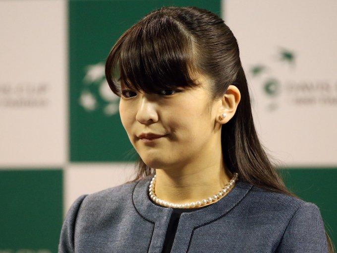 Mako, princesa de familia imperial japonesa estudió en la Universidad de Gakushuin en Tokio. Se graduó en Museología en la Universidad de Leicester.