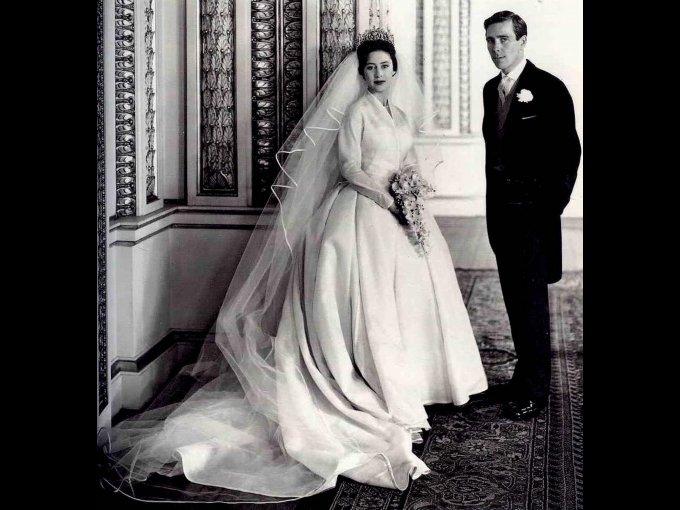 Princesa Margaret lució un vestido de Norman Hartnell con una tiara de diamantes
