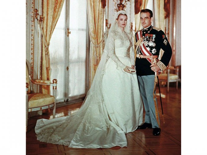 Grace Kelly renunció a su carrera de actriz para casarse e 1956 con el príncipe de Mónaco Rainier.